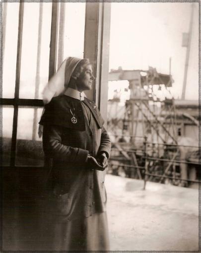 WW1//Victorian//Wartime-CRIMSON FIELD NURSE/'S HEADDRESS /& SHOULDER CAPE